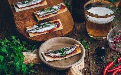 Tosta de boquerón con mermelada de tomates