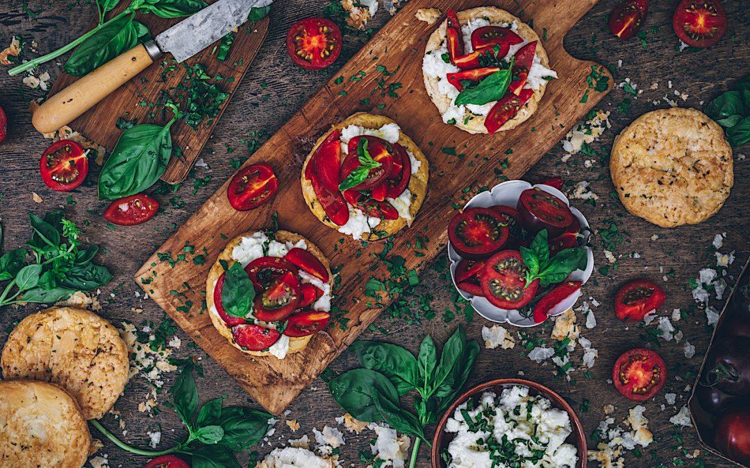 Mini galettes de tomates y mozzarella. Para tomar cualquier día a cualquier hora