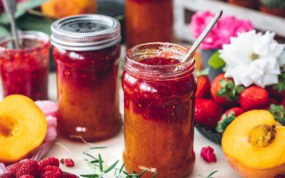 Mermelada de melocotón y fresas. El combo perfecto