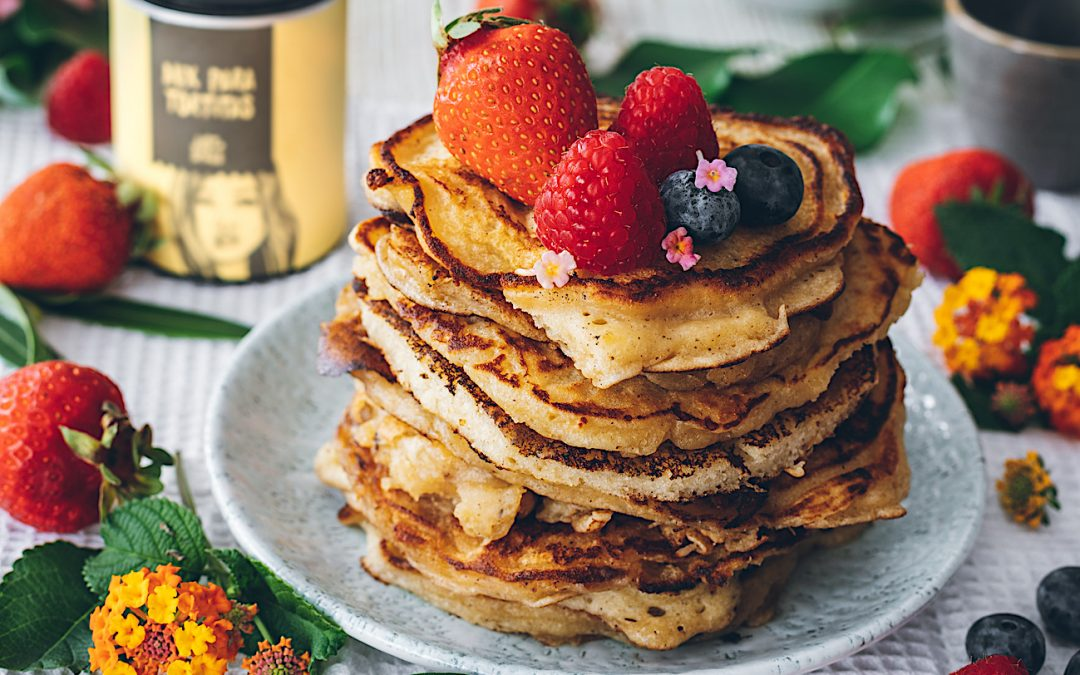 American lemon and cardamom pancakes. Pancakes flavored with summer